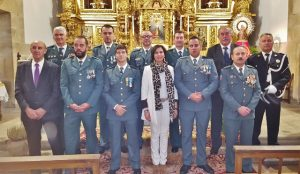 Guardia Civil y autoridades ante la Virgen del Pilar