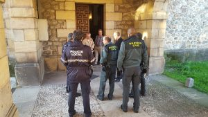 Policía Local y Guardia Civil investigan lo sucedido en la iglesia