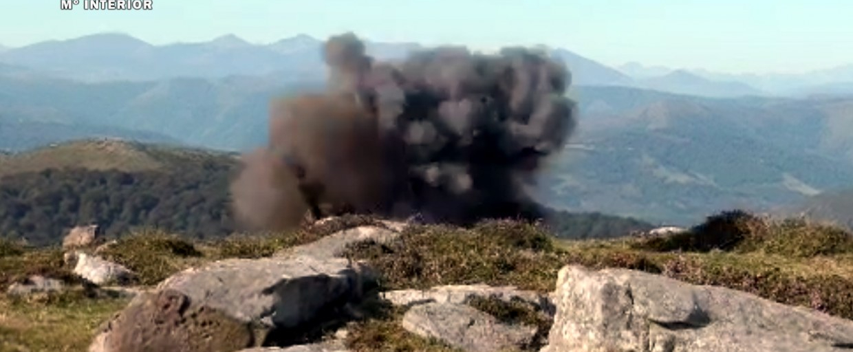 La Guardia Civil destruye una granada en un monte de San Felices